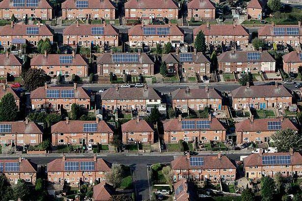 instalacion de placas solares en paisajes urbanos y rurales